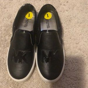 Kids size 1 Michael Kors black slip on shoes